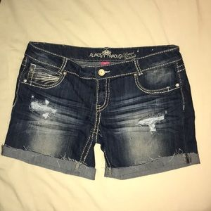 NWOT Almost famous shorts